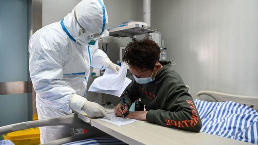 La cifra de fallecidos por el coronavirus en China se aproxima a 1.400 entre denuncias de falta de transparencia