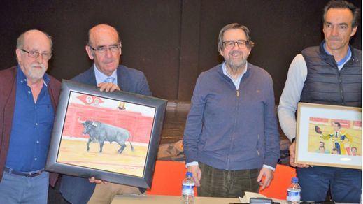 El pintor Luis Checa, el ganadero Adolfo Martín, Miguel Ángel de Andrés director de los Seminarios y el torero El Cid