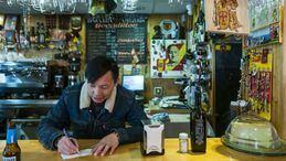 Adiós al bar 'más facha' de Usera, del chino Chen Xiangwei