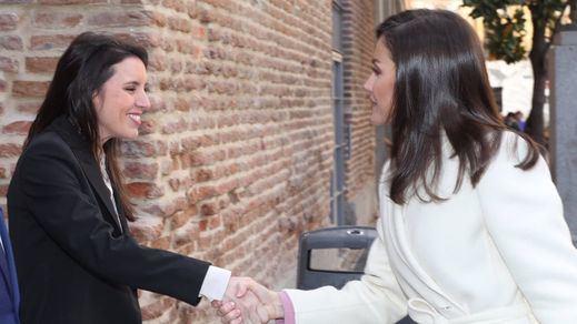 Irene Montero también comparte actos oficiales con la reina Letizia tras el día 'monárquico' de Pablo Iglesias