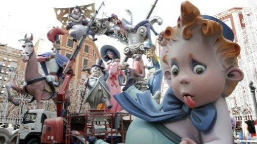 El coronavirus obliga a aplazar la fiesta de Las Fallas en Valencia