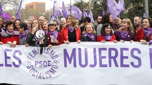 El bulo de los guantes anti-coronavirus de las mujeres del PSOE en la marcha del 8-M