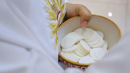 La fe no echa el cierre: TVE seguirá emitiendo la Santa Misa los domingos, pero a iglesia vacía