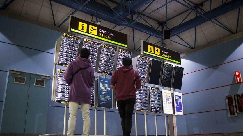 El cierre de aeropuertos preocupa a los españoles que tienen viajes programados