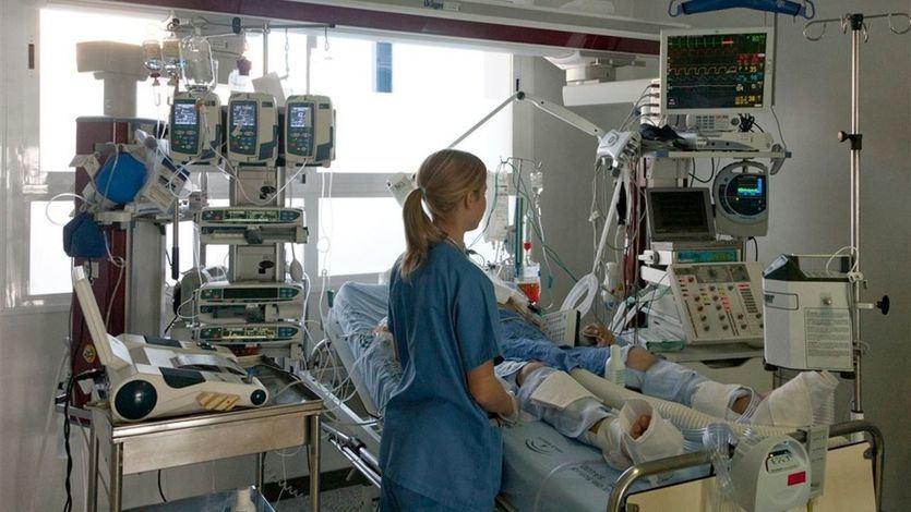 No hay enfermeras con experiencia en UCI para 1.000 nuevas camas en Madrid