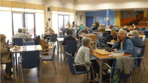Madrid atenderá a los mayores con reparto a domicilio de comida y seguimiento telefónico