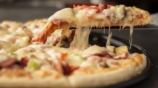 Sanidad finalmente sí autoriza a Madrid a contratar a Telepizza y Rodilla para alimentar a los niños con beca de comedor
