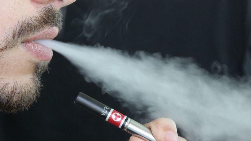 Ojo: algunos expertos aseguran que el coronavirus también se puede transmitir por el humo del tabaco y vapeo