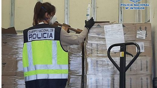 La Policía Nacional interviene 19.600 mascarillas, 498.000 guantes de nitrilo y otro material sanitario