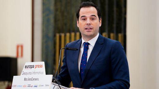 Autobuses gratuitos trasladarán a los sanitarios de Madrid del hospital a los hoteles de descanso