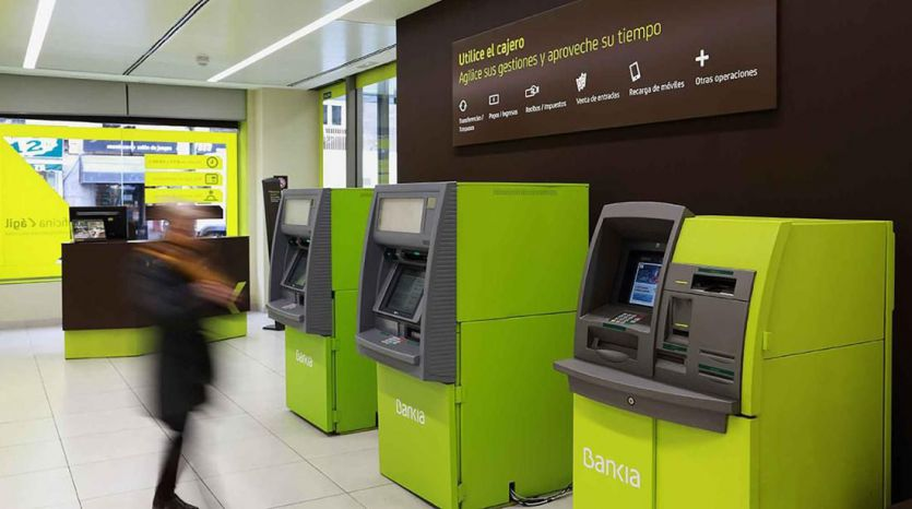 Los clientes de Bankia pueden sacar dinero sin coste en los cajeros de cualquier entidad financiera de España