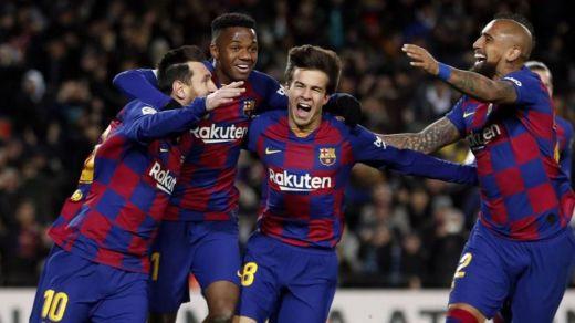 Los jugadores del Barça se reducirán sus sueldos y cubrirán la bajada de los trabajadores por el ERTE