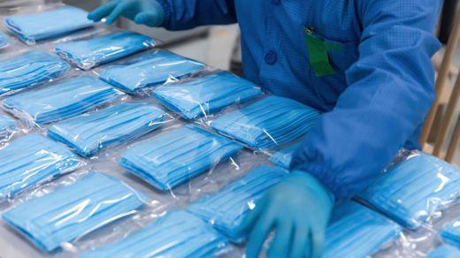 Ya son más de 60.000 muertos por coronavirus en un mundo a la búsqueda de mascarillas
