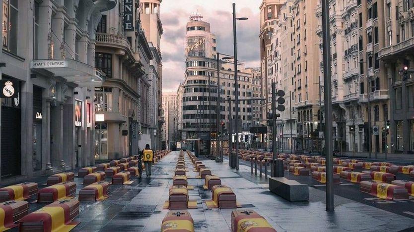 Polémico fotomontaje usado por Vox con la Gran Vía de Madrid llena de ataúdes