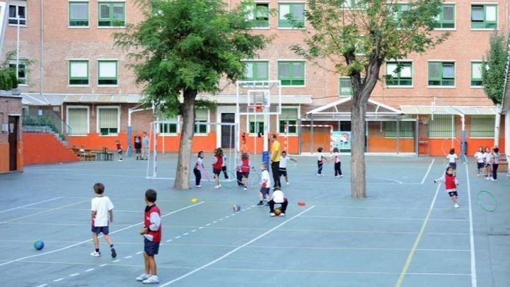 Organizaciones y colectivos de padres reclaman a Educación abrir los colegios en verano y limitar las repeticiones