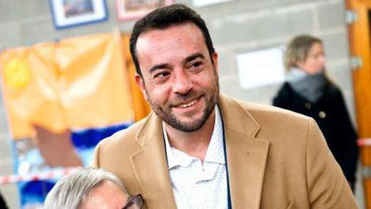Dimite desde la comisaría el alcalde de Badalona que fue detenido haciendo eses con el coche