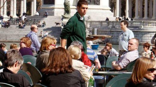 Sanidad rectifica con el aforo de las terrazas y permitirá reuniones de hasta 10 personas desde la fase 1