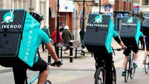 Otra victoria judicial para los 'riders': una jueza de Zaragoza les reconoce como trabajadores de Deliveroo