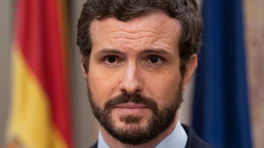 Casado asegura que Sánchez tendrá que congelar pensiones, recortar el sueldo a los funcionarios y aplicar recortes