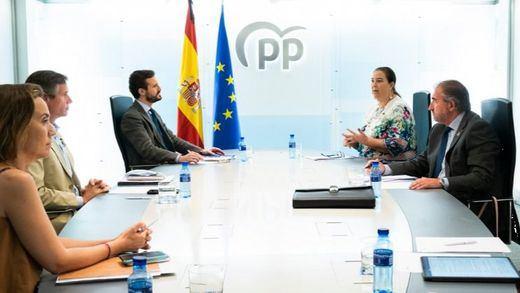 PP y la Asociación de Víctimas del Terrorismo (AVT) comparten la necesidad de aislar a Bildu en la política nacional