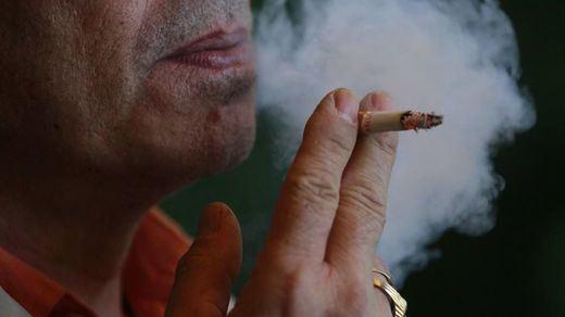 Un 6,73% de los fumadores lo ha dejado durante el confinamiento o reducido el consumo