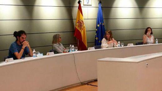 La ministra Yolanda Díaz promete a los 'riders' regular su actividad en una ley