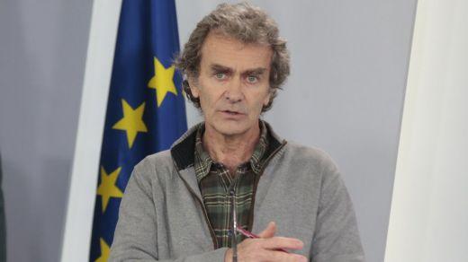 Día dispar para Fernando Simón: apartado de una causa judicial, pero señalado por la Guardia Civil