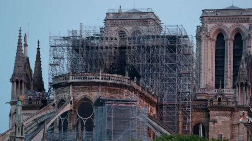 Comienza la retirada de los andamios en la catedral de Notre Dame