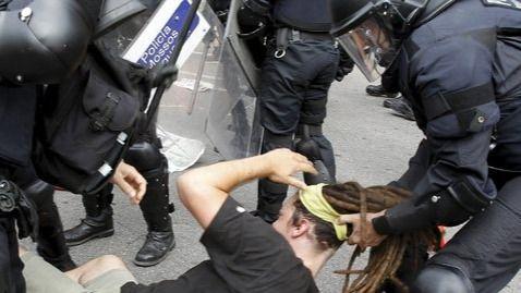 Más de 2 años de cárcel para un subinspector de los Mossos por las cargas del 15-M