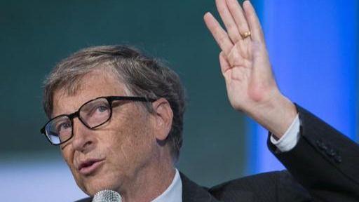 No, Bill Gates no fabrica microchips para controlar a la población a través de vacunas de la covid-19