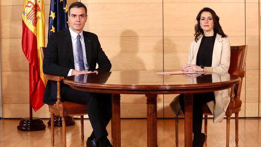 Sánchez abre la puerta a negociar con Ciudadanos los Presupuestos, mientras Iglesias lo considera ingenuo