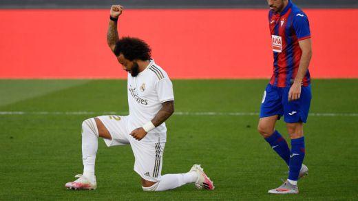 El gesto viral de Marcelo al celebrar su gol hincando rodilla