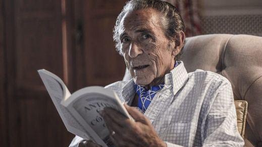 El polifacético Antonio Gala, premiado con el galardón que lleva el nombre de Pepe Isbert