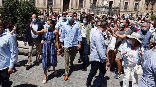 Los Reyes visitan Sevilla y Córdoba en su gira por España por la pandemia