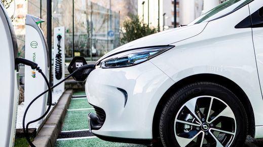 La letra pequeña de comprar un coche eléctrico: varapalo en el IRPF del próximo año
