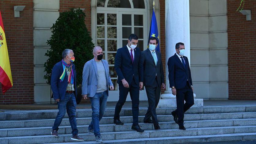 La foto del acuerdo entre el Gobierno y los sindicatos, un mensaje a Bruselas y a la oposición