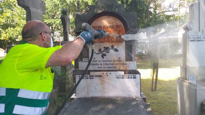 Atacada con pintura la tumba de Fernando Buesa, socialista asesinado por ETA