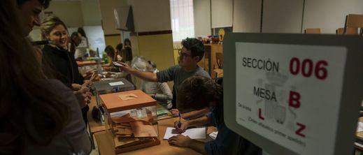 La participación a las 17.00 horas se desploma en el País Vasco y apenas supera la de 2016 en Galicia