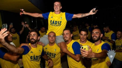 El Cádiz vuelve a Primera tras la derrota del Zaragoza