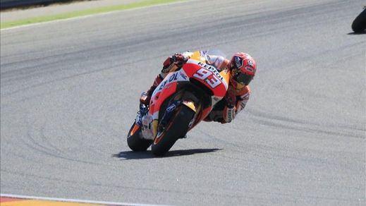 Marc Márquez se fractura el húmero derecho en una dura caída en Jerez