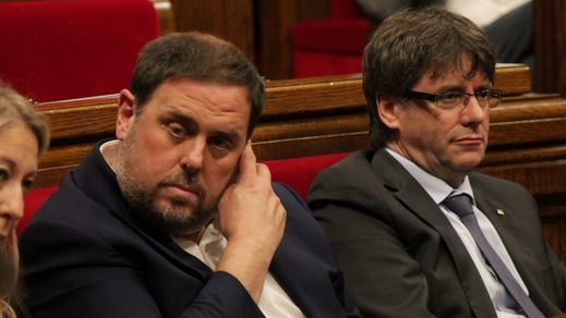 El Tribunal Constitucional da un respiro al independentismo aceptando recursos de Puigdemont y Junqueras