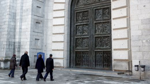 El Vaticano desmiente a Sánchez: no ayudó en la exhumación de Franco, tan sólo la