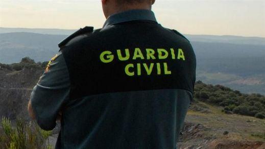 La idea de retirar el lema 'Todo por la Patria' en los cuarteles de la Guardia Civil ya tiene en contra una campaña de HazteOír