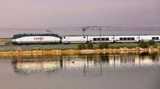Renfe pone a la venta 200.000 plazas promocionales para viajar en agosto en trenes Ave y Larga Distancia