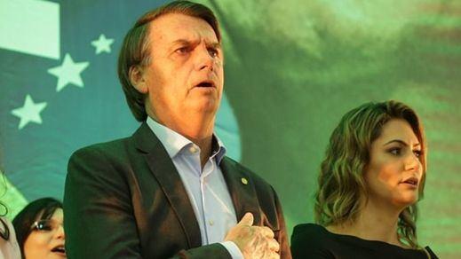 La esposa de Bolsonaro da positivo por coronavirus y se teme que el presidente haya contagiado a más personas