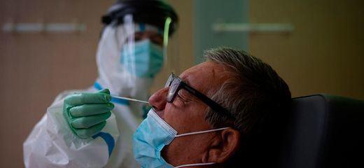 Los nuevos casos de coronavirus se disparan a niveles de abril con 1.772 positivos sin contar a dos autonomías