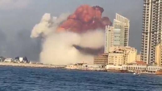 El presidente de Líbano habla de 'negligencia' o de 'un misil' como causas de la explosión de Beirut