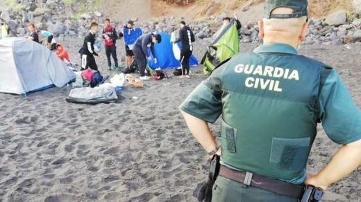 Desalojan a 62 personas de una playa que pretendían ayudar a propagar el coronavirus