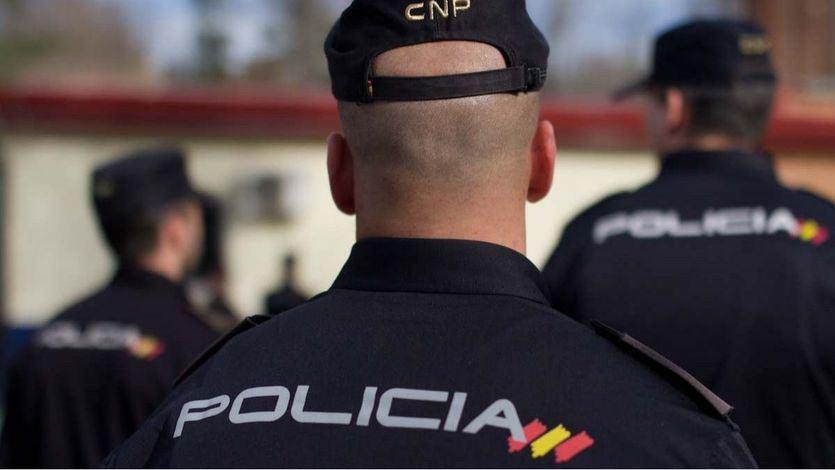 Un año de cárcel por insultar a varios extranjeros y luego agredir a un policía