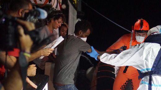 El Defensor del Pueblo investiga las medidas que se están adoptando con los inmigrantes que llegan en patera
